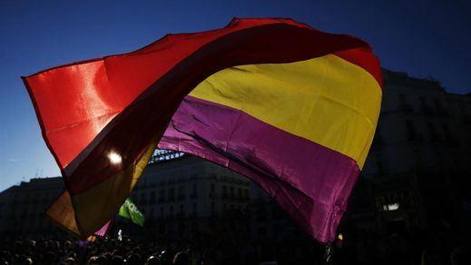 El PSOE justifica así su defensa de la monarquía a la par que sus