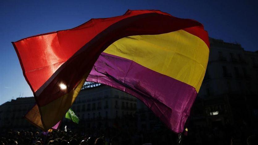 El PSOE justifica así su defensa de la monarquía a la par que sus 'valores republicanos'