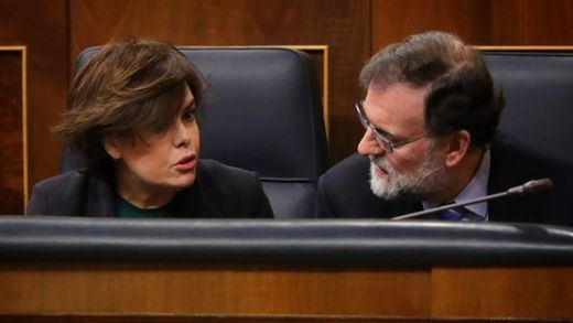 Mintió Rajoy: sí quiso preparar la sucesión con Santamaría al frente y pidió a Cospedal que la apoyara