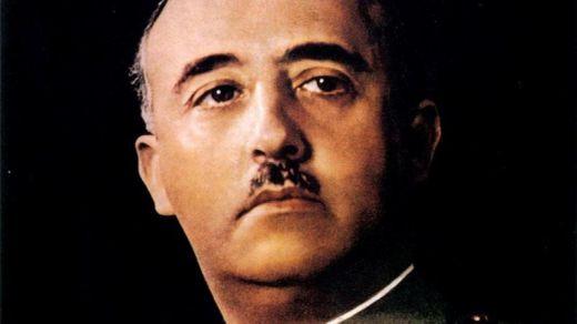 Sánchez 'celebró' el golpe militar de 1936 anunciando la exhumación del cuerpo de Franco