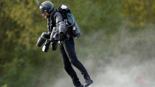 El traje de Iron Man ya existe: cuesta 400.000 euros y apenas vuela 4 minutos