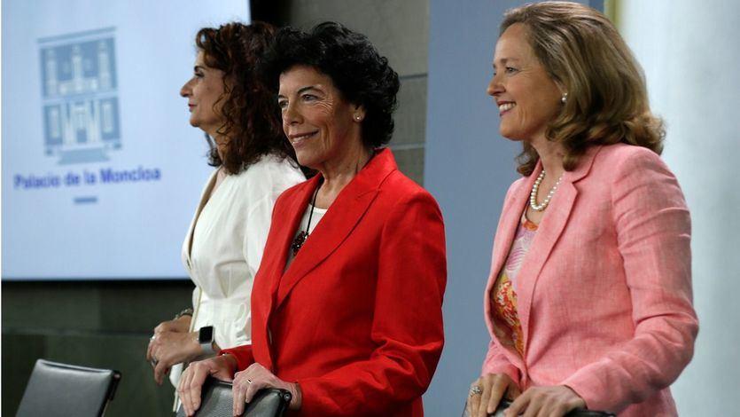 La ministra de Educación y Formación Profesional y portavoz del Gobierno, María Isabel Celaá, junto a la ministra de Hacienda, María Jesús Montero, y la ministra de Economía y Empresa, Nadia Calviño