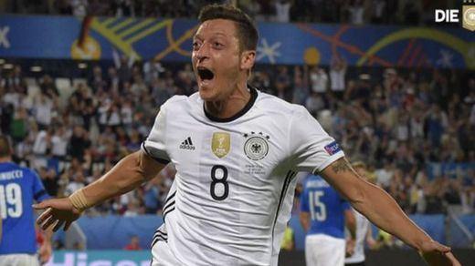Özil abandona la selección alemana por las críticas