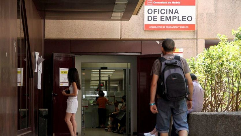 Sánchez se estrena con una gran encuesta de la EPA: el paro bajó un 8% el último trimestre