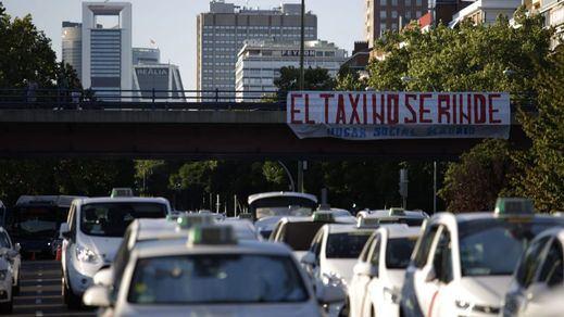 Fomento pide tiempo a los taxistas para encontrar una solución definitiva y