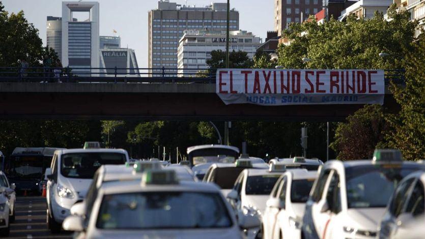Fomento pide tiempo a los taxistas para encontrar una solución definitiva y 'sin parches' y responsabiliza al gobierno anterior