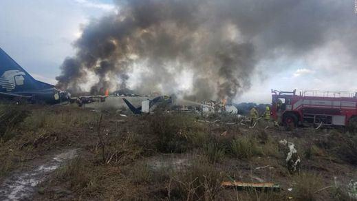 Un avión se desploma en México nada más despegar y sólo deja heridos