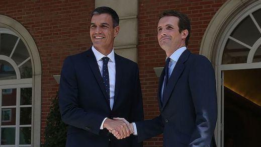 Sánchez y Casado, dos posiciones enfrentadas en (casi) todo