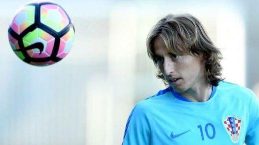 Alerta Modric: el jugador, tentado por cambiar de aires tras ganarlo todo en el Madrid
