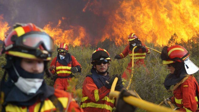 El Gobierno pone más medios para hacer frente al incendio devastador de Llutxent-Gandía