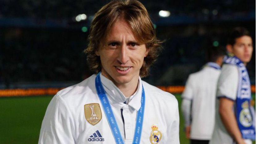 Modric seguirá jugando en el Real Madrid tras un aumento de sueldo