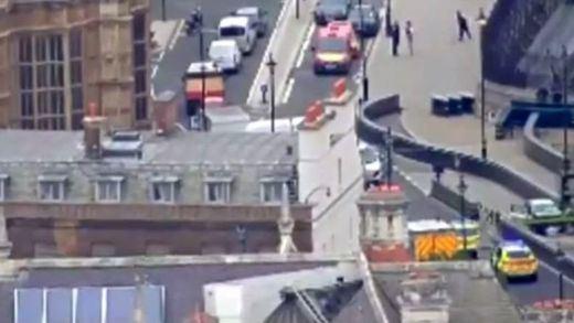'Incidente terrorista': un hombre estrella su coche contra el Parlamento británico y deja varios heridos leves