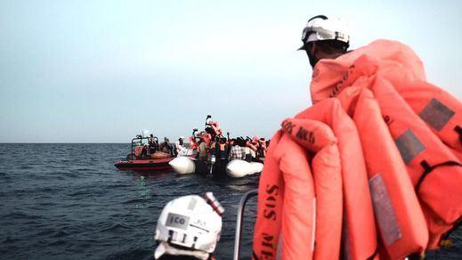 El 'Aquarius' llega a tierra finalmente en Malta y habrá reparto de los migrantes