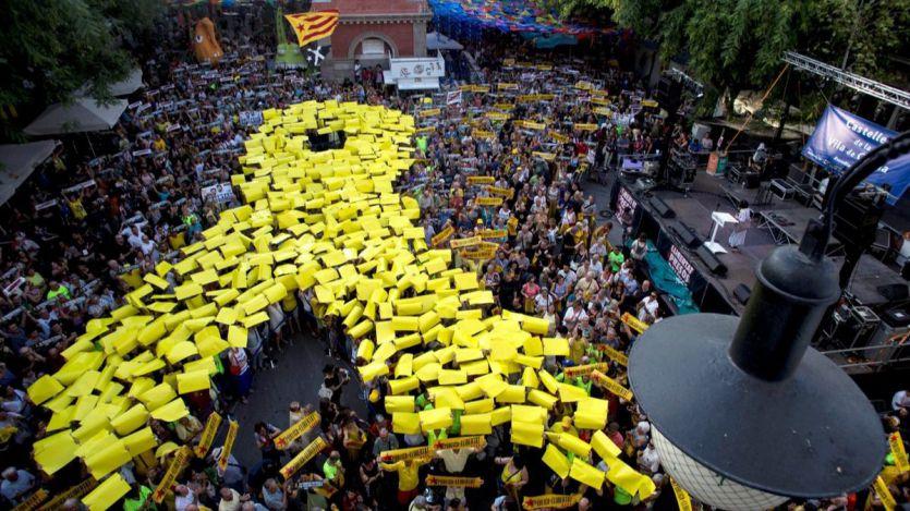 Más tensión en Cataluña: al menos una de las personas que retiran lazos amarillos es guardia civil