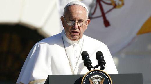El Papa rompe su silencio sobre el escándalo de los 300