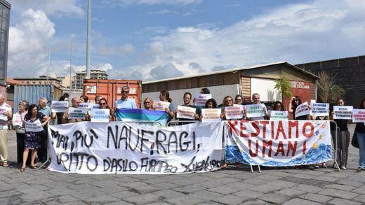 Salvini se apiada al menos de los menores y autoriza el desembarco de 29 inmigrantes