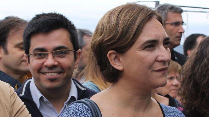 Otra polémica para Ada Colau: Barcelona ha pagado un mes de viaje oficial a su primer teniente de alcalde... en su país de origen