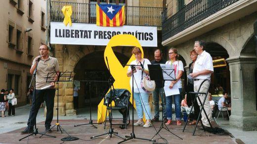 Una militante de Ciudadanos, agredida en Barcelona por quitar lazos amarillos