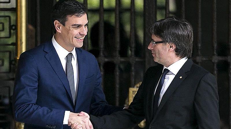 Puigdemont abre la vía de la negociación con Sánchez pidiendo hablar de 'autodeterminación'