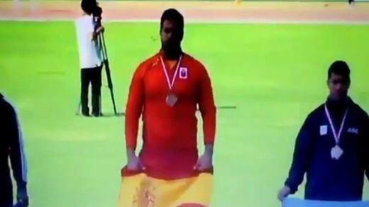 Ponen el himno español franquista a un medallista español