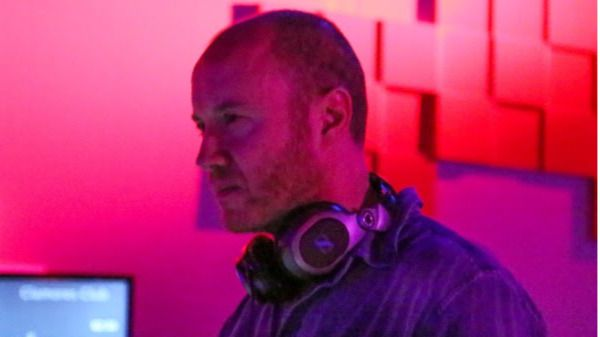 Clamores apuesta por la música del futuro con el mejor DJ: Roberto Tempo