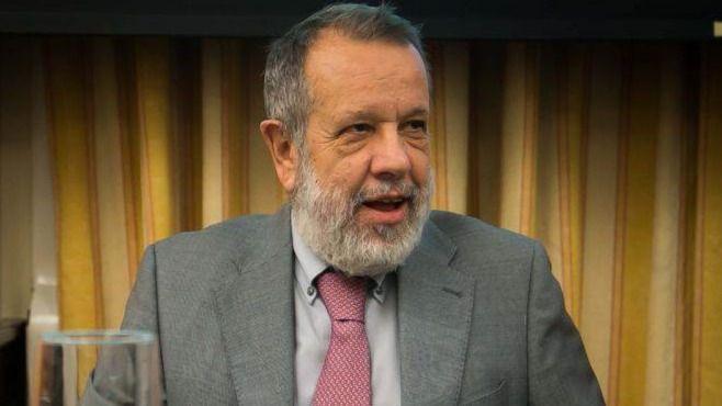 El Defensor del Pueblo pide que se respete la neutralidad con los lazos amarillos y otros símbolos políticos en Cataluña