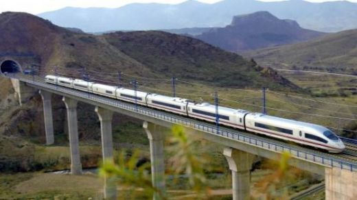 Renfe instala láminas de control solar en 20 trenes para reducir la temperatura interior