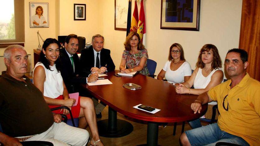 Cortés Valentín reunida con familiares dependientes
