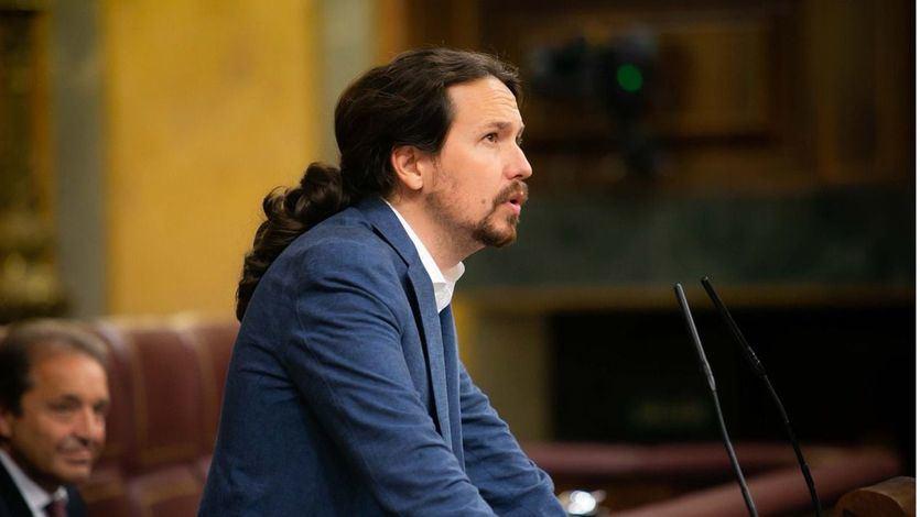 Iglesias, a Casado: 'Enseñar la tesis de fin de máster es decir 'viva el Rey''