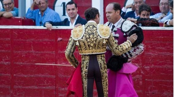 Ponce brindó su segundo toro a su subalterno Marianín de la Viña