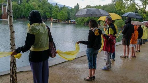 El Govern catalán no pedirá a los Mossos retirar los lazos amarillos