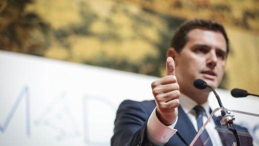 Rivera vuelve a los ataques por el frente catalán: