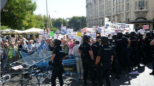 Tensión a las puertas del Congreso entre Policía y pensionistas