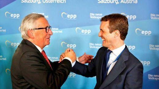 Así le 'pinta' Casado a Juncker la situación política en España