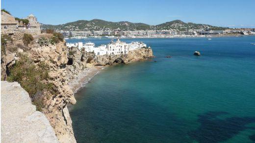 Los turistas valoran con un 8,2 su experiencia en Ibiza
