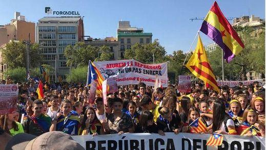 Miles de estudiantes marchan por la independencia en Barcelona
