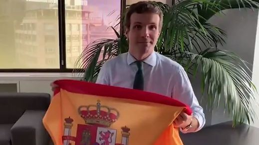 Casado pide a los españoles llenar el país de banderas por el 12 de octubre y las redes le contestan