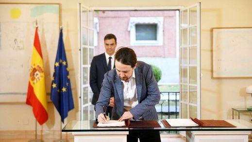 Sánchez e Iglesias firman un acuerdo de Presupuestos que incluye muchos pactos más para la legislatura