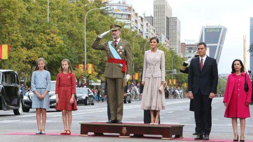 Distintos 12-O: de los abucheos a Sánchez en el desfile, al 'nada que celebrar' y la Falange en Barcelona