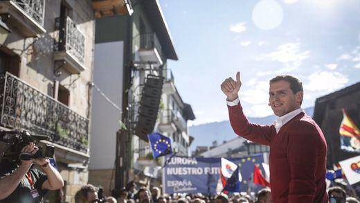 Tensión en Alsasua por el acto conjunto de Ciudadanos, PP y Vox, con pedradas y altercados