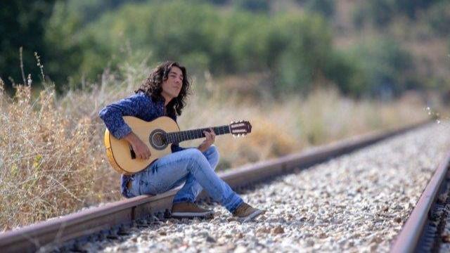 El polifacético Javi Cantero nos sube al 'Tren de la vida' para escuchar su mejor música