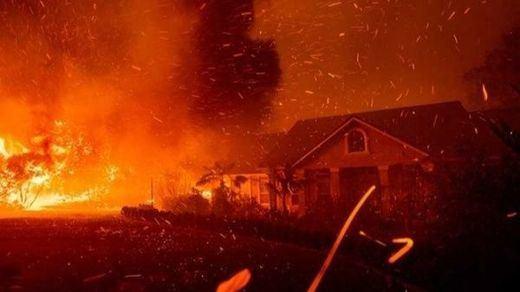 Las llamas arrasan California (otra vez...)