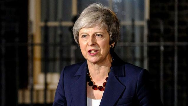 May rechaza dimitir y defiende el acuerdo del Brexit como 'el mejor para el pueblo'
