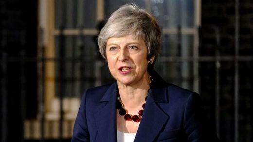 May rechaza dimitir y defiende el acuerdo del Brexit como
