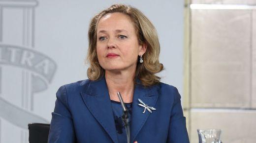 Cerrada defensa del Gobierno a su ministra Calviño, puesta en duda por su 'ética fiscal'