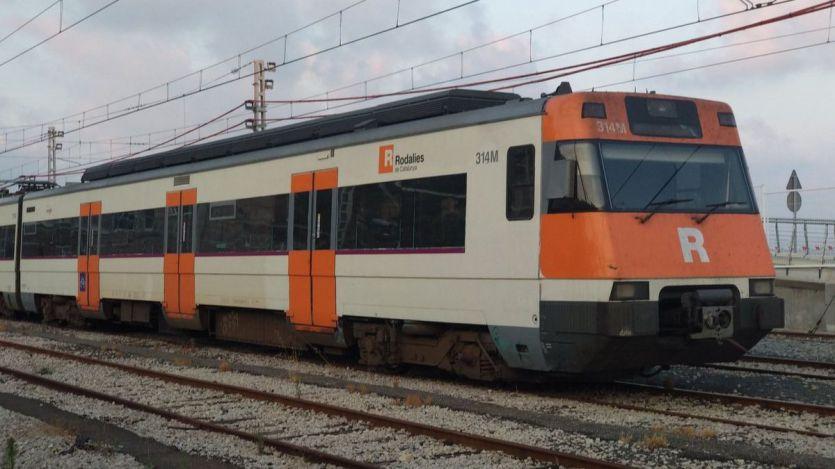 Un muerto y varios heridos en el descarrilamiento de un tren de Cercanías en Barcelona por un desprendimiento