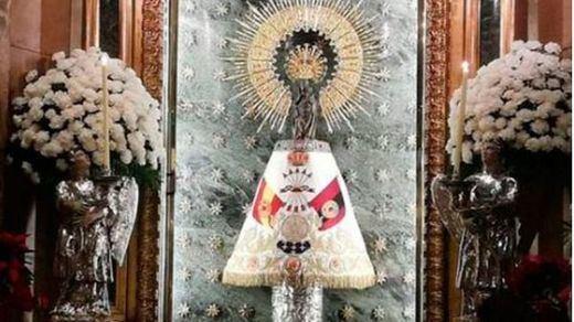 Indignación en Zaragoza por el manto de la Falange que lució la Virgen del Pilar la víspera del 20-N