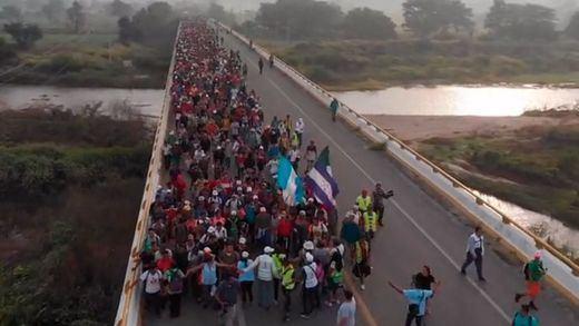 Trump da 'licencia para matar' a los soldados de la frontera con México que recibirán a la caravana de migrantes
