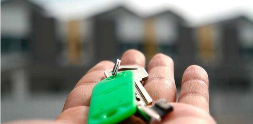 Doble varapalo judicial para la banca por los abusos con las hipotecas