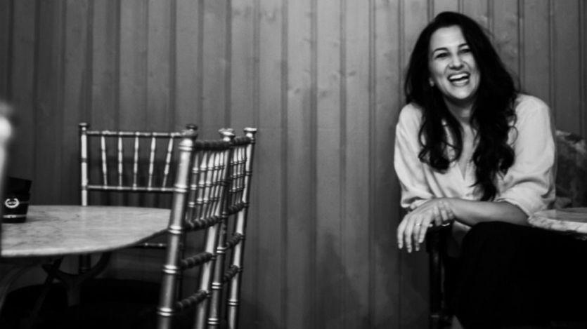 Alba Carmona nos regala su maravillosa voz, con sello y vitola propios, con su primer disco en solitario (vídeo)